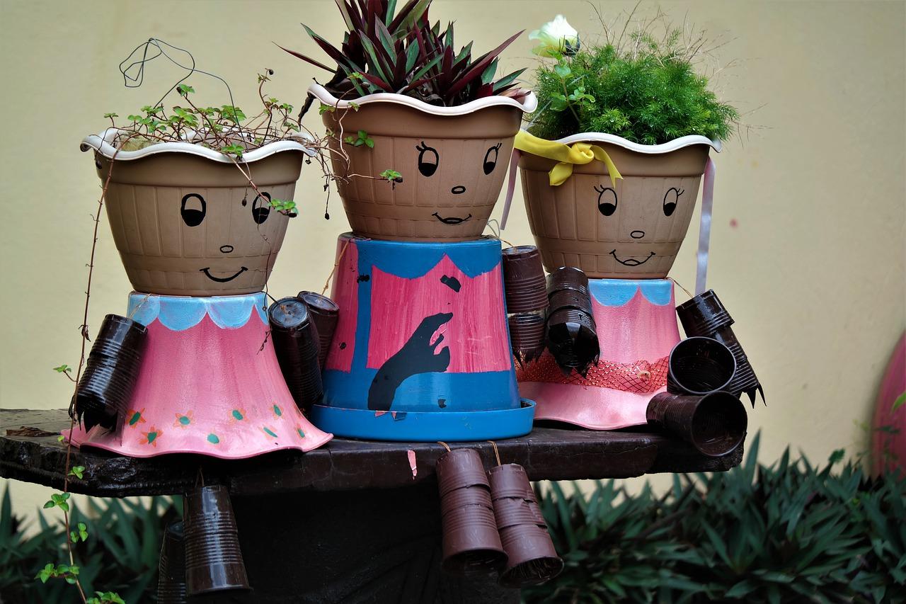 Comment habiller ses petites plantes extérieures avec un cache pots?
